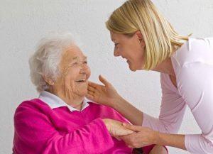 Como debe ser el cuidado de las personas mayores (ancianos)