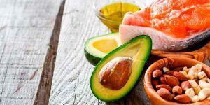 ¿Qué cantidad de grasas se requiere durante la dieta?