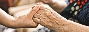 Cómo vivir como una persona mayor y cuidarla